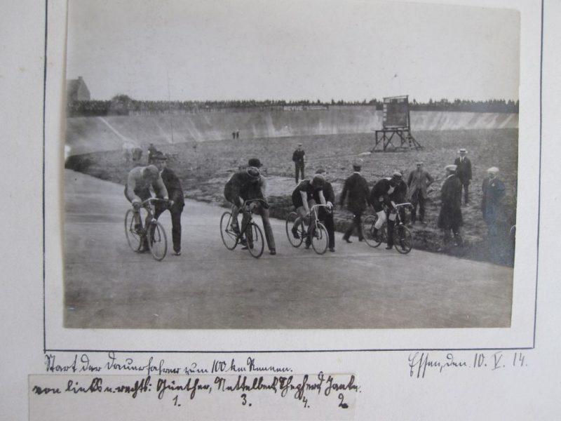Photographien der Radrennbahn in Essen 1914