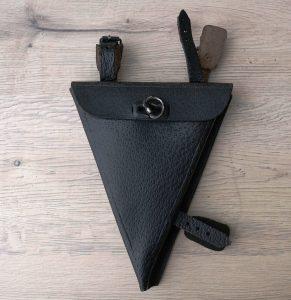 Spitztasche ohne Markenprägung fürs Herrenrad, schwarz, alte Neuware