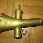 Radfahrer Horn um 1900 (zweiklang), Messing mit vernickeltem Mundstück, Taste fehlt, keine Marke ersichtlich