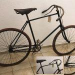 Safety um 1892 mit Luftbereifung, Frankreich. Vorderrad, Bremse und Tretarme nicht Original. Alte stimmige Felge für das Vorderrad ist dabei. Es handelt sich um ein sehr sportliches Fahrrad, eventuell auch Straßenrenner, sehr leicht