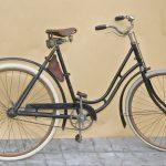 Extraleichte Luxus-Damenmaschine Panther Modell 96H. Braunschweig 1925. Originale Holzfelgen für Drahtbereifung, Humber-Tretlager, Panther Patentsattel. Neuzeitliche Bereifung