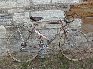 KOGA MIYATA Rennrad mit Dura-Ace Ausstattung, Rahmenhöhe 58cm, mit außergewöhnlichem Antrieb. Stahlrahmen Nagelzieher und geklebten Schlauchreifen