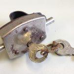 Speichenschloss GAVO D.R.P., Neuware ohne Karton, ca. 1920-30er Jahre, vernickelt, mit zwei Schlüsseln