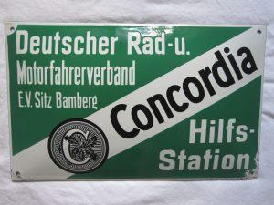 """Emailleschild des """"Deutschen Rad- und Motorfahrrerverband Concordia"""" als Hinweis für eine Hilfsstation. Sehr guter Glanz mit retuschierten, geringen Eckbeschädigungen, Größe ca. 40x25 cm"""