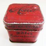 Lot 102: Blechdose ADLER, für Schreibmaschinenersatzteile, sehr dekorativ - Ausrufpreis: 20,00€