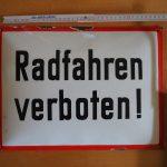 """Lot 47: Emailschild """"Radfahren verboten"""" wohl 1930er, gehört nur ins Museum! - Ausrufpreis: 95,00€"""