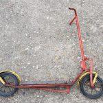 Lot 65: Kinder-Roller rot, mit Federung vorne, Originalzustand - Ausrufpreis: 1,00€