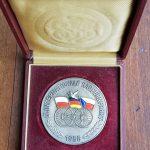 "Lot 81: Medaille in Box ""internationale Radfernfahrt, Etappe Leipzig"", orig. 1956. , Friedensfahrt - Ausrufpreis: 1,00€"