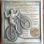 Lot 84: Plakette Kunstfahren in Dresden, Radfahrerbund 1927, Sieger W. Grabs, 10 x 10 cm - Ausrufpreis 1,00€